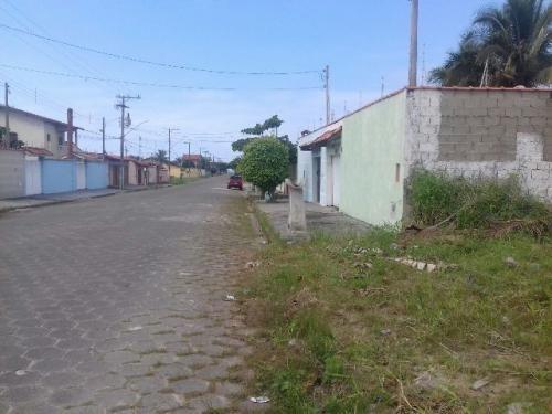 lindo terreno, aterrado, murado, rua calçada, lado praia!