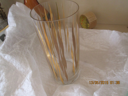 lindo vaso com filetes dourados (novo na caixa)