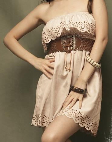 lindo vestido bege recortes única peça!!!