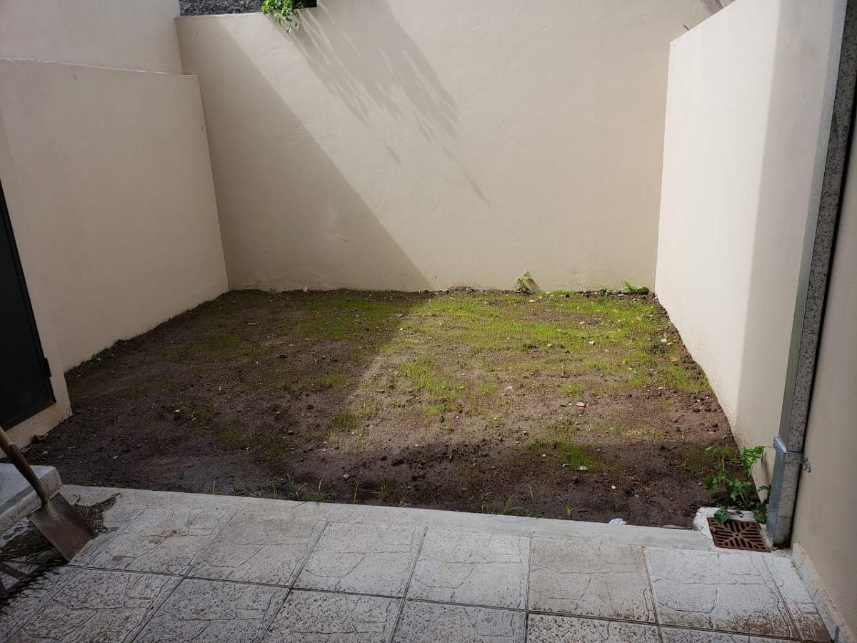lindos duplex a estrenar de 3 ambientes con cochera y patio.