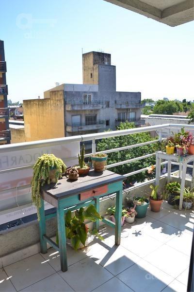 liniers - departamento monoambiente con balcón al frente en venta