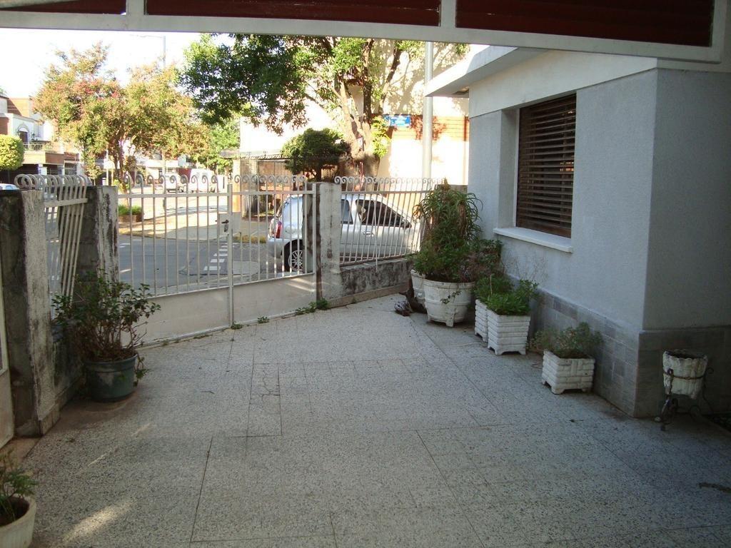 liniers tuyuti 7000 casa 4 amb 2 plantas 2 cocheras terraza