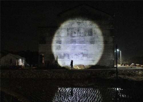 linterna led 2000 lumens con zoom, resiste agua, potente