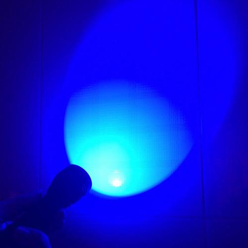 linterna led azul caza y pesca con zoom