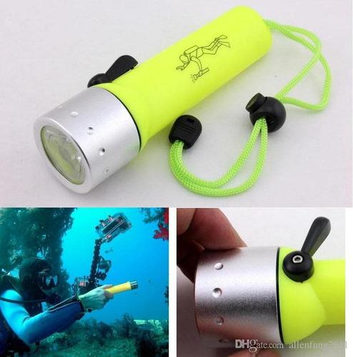 linterna profesional acuatica potente para buceo en agua