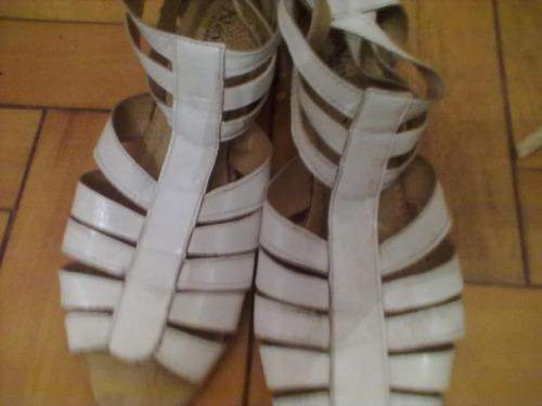 liquido 1 par de hermosas sandalias blancas nº 38