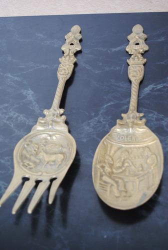 liquido antiguo juego de cuchara y tenedor de bronce