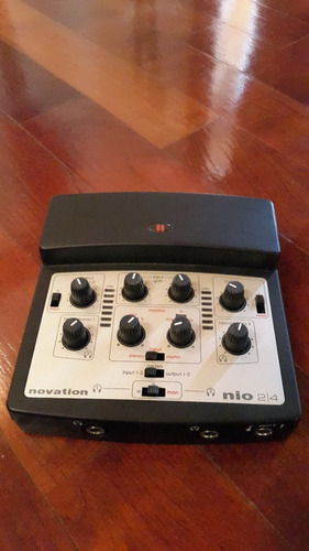 liquido interface de audio externa novation nio 2/4 usb