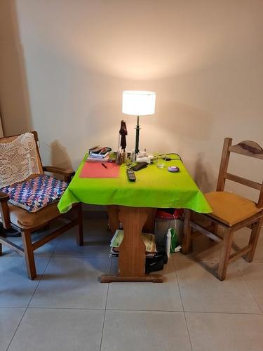 liquido mesa con silloncito  y silla en juego de madera