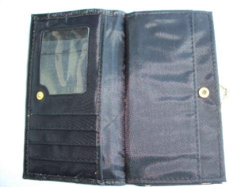 liquido monedero con billetera y porta documentos