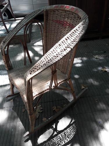 liquido sillón mecedora de mimbre a restaurar. cód.: #0849