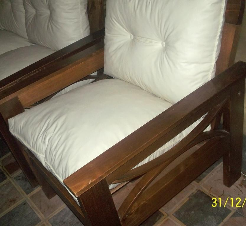juego de living madera c almohadones sueltos sill n comedor en mercado libre. Black Bedroom Furniture Sets. Home Design Ideas