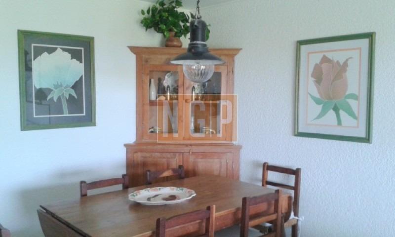 living y comedor con salida a terraza c/parrilla, jardin,  piscina, servicio de mucama.-ref:25232