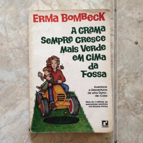 livro a grama sempre cresce mais verde em cima da fossa