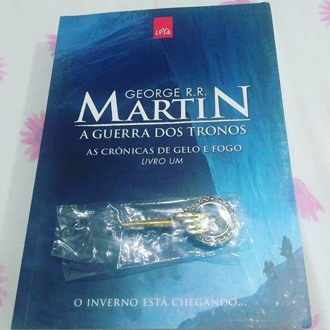 c6f1310d1 Livro A Guerra Dos Tronos (vol 1) + Broche Pin - R  69