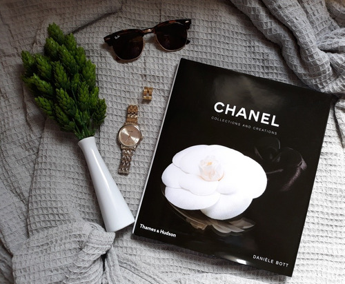 livro chanel collections and creations table book decor moda