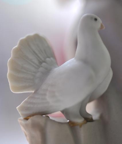 lladro opaco niña con palomas porcelana colección - mika pao
