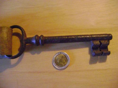 llave antigua y llavero original años 1890