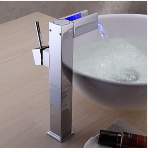 Llave de ba o o cocina luces led con sensor de temperatura for Llaves con sensor para bano