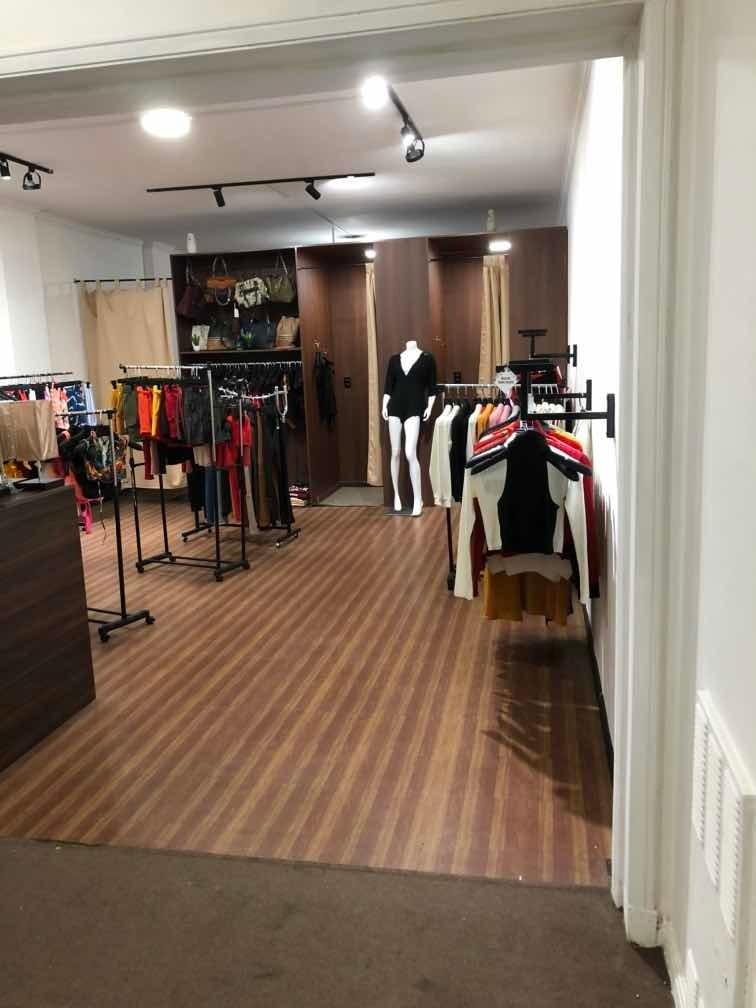 llave de negocio funcionando local tienda ropa showroom