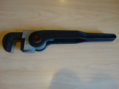 llave de tubo de 14  con rachet para trabajos de plomería