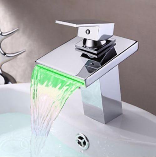 llave grifo cascada baño con luz led