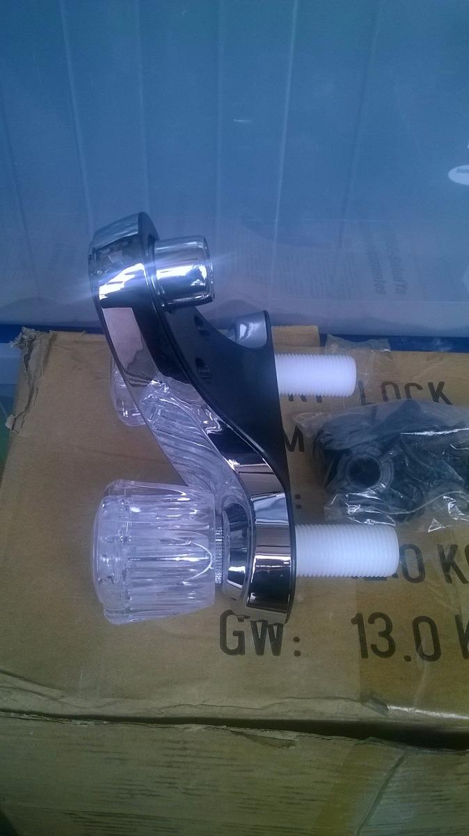 Llave grifo para lavamanos doble en pl stico cromado bs - Grifos para lavamanos ...