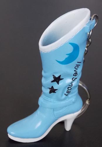 llavero de bota celeste de plastico