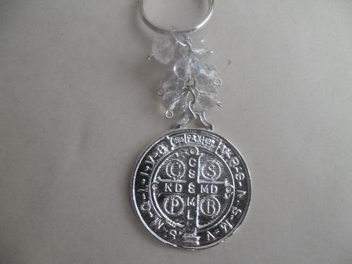 llavero de san benito en chapa de plata y cristal swarovski