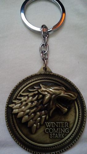 llavero insignia game of thrones familia stark  + colgante
