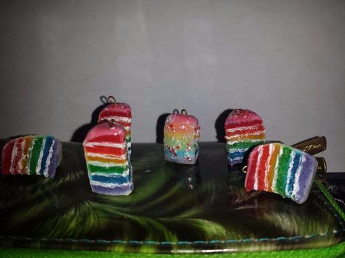 llavero pastel de arcoiris