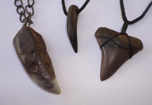 llaveros , collares dientes de tiburón x 10 uni.