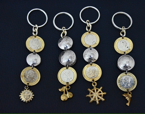 llaveros hechos con monedas. para coleccionar o usar.