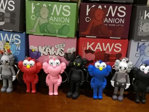 llaveros kaws