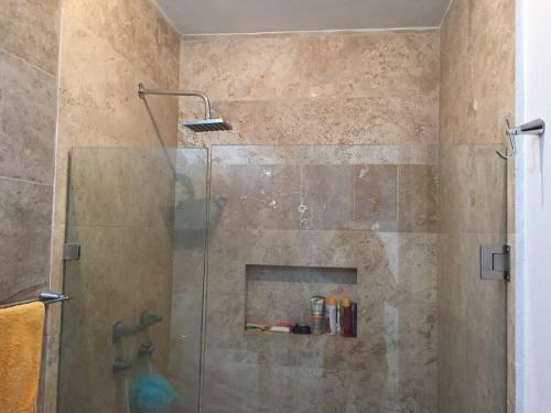 lm excelente casa en venta de 4 recámaras en el refugio