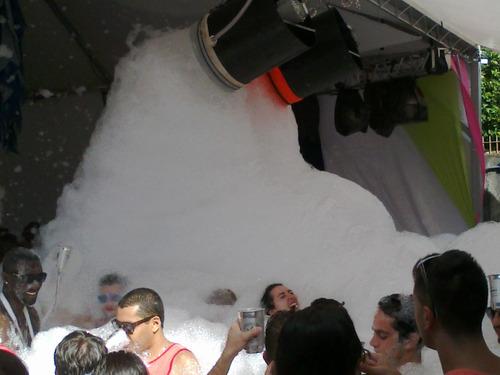 locação aluguel maquinas canhão para banho festa da espuma