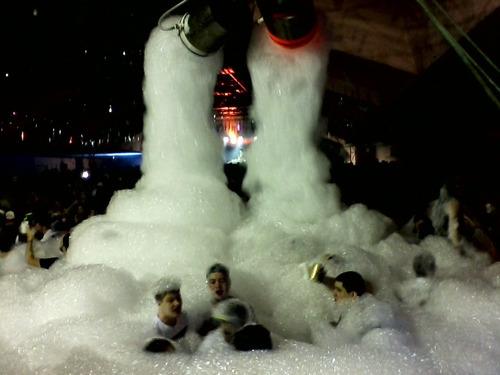 locação aluguel maquinas para banho festa da espuma espumada