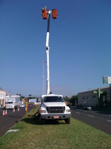 locação de caminhão com cesto aéreo isolado