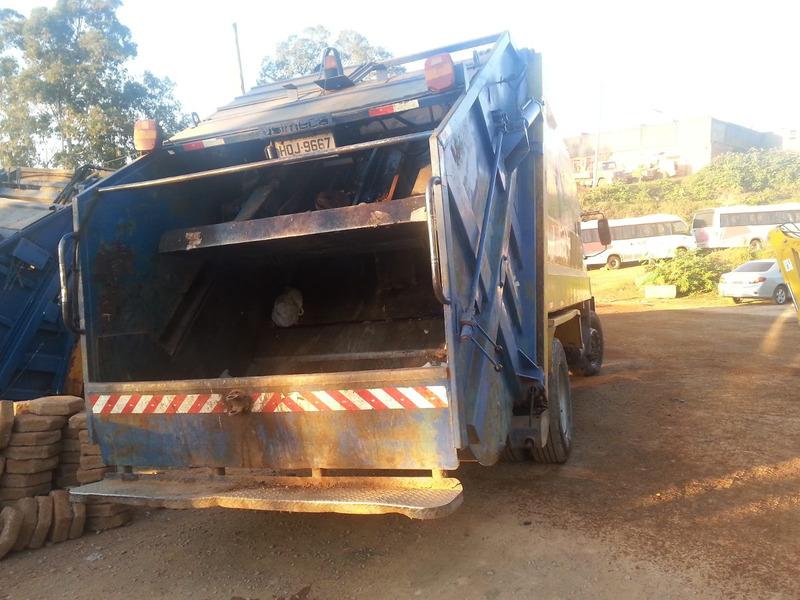 locação de caminhão compactador de lixo
