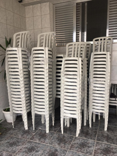 locação de mesas e cadeiras para festas e eventos em geral.