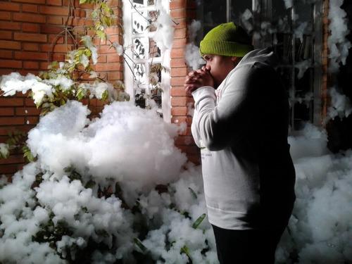 locação maquina de neve artificial p/ festa evento filmagem