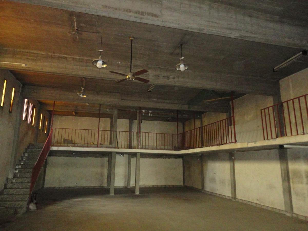 local 146 m2 con entrepiso 41 m2