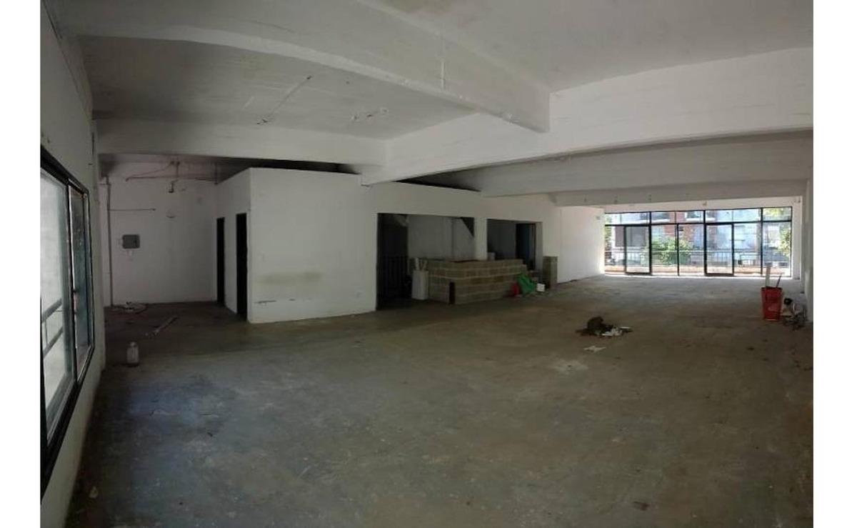 local 215 m2 en primer piso