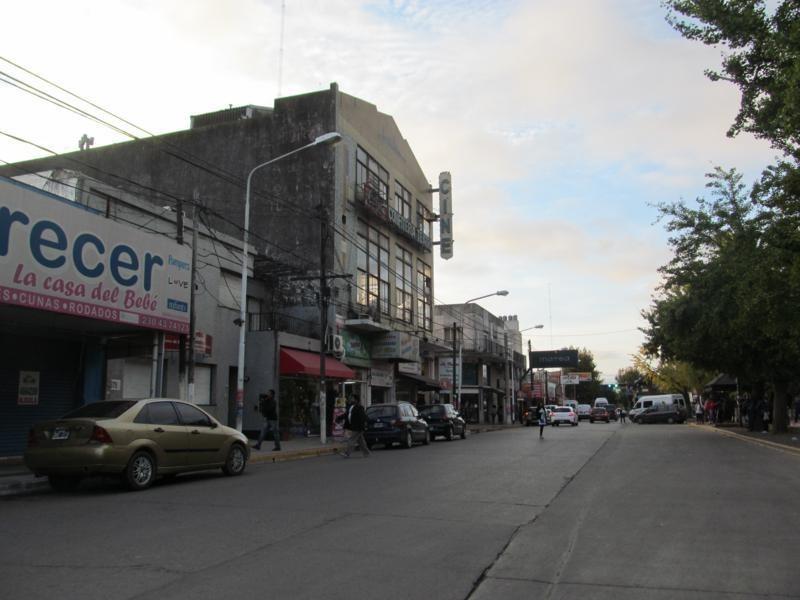 local 250 m2 fte a la plaza de pilar! calle san martin!
