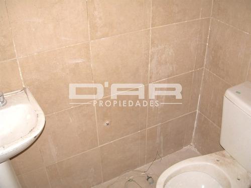 local 25m2 con baño + 8m2 de sotano