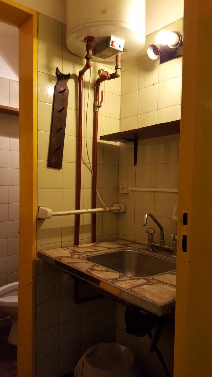 local 28 m2 c/entre piso con gas y elect  almagro retasado!!
