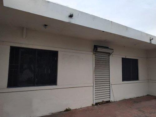 local 4 en renta =plaza k universidad=