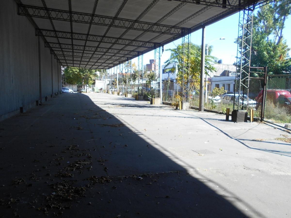 local 8.500 m2  frente x 3 calles