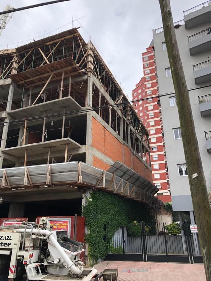 local a estrenar al frente de 82 m2, excelente calidad de construcción.