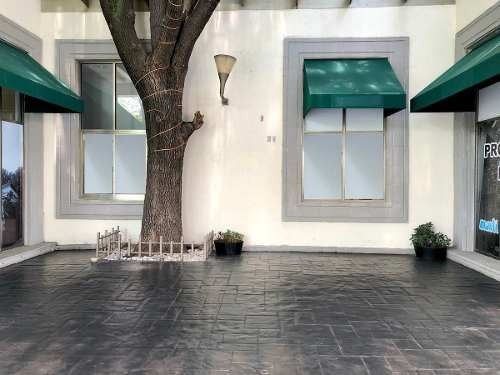 local a pie de calle con terraza